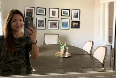 modern_and_minimalist_selfie